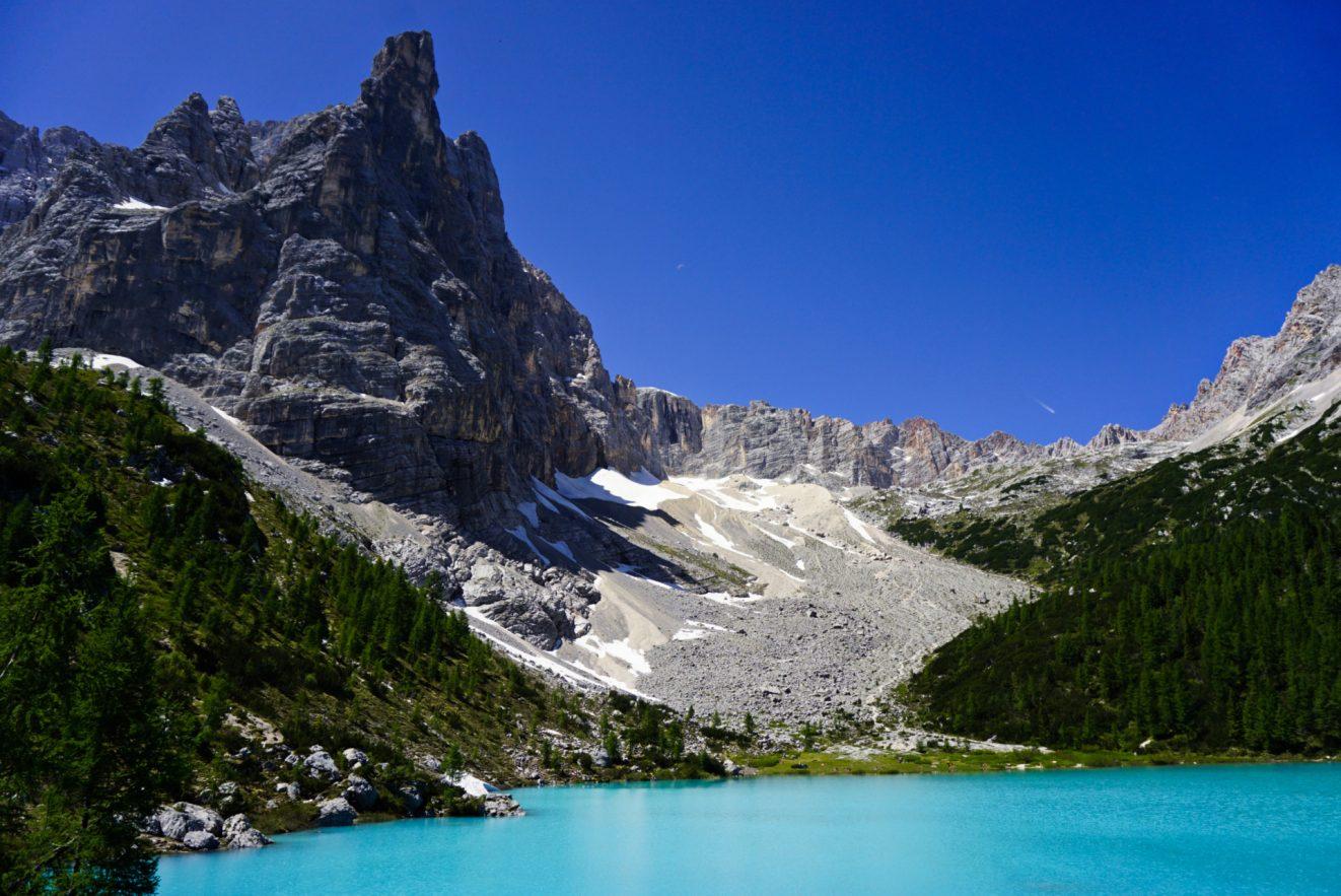 Sorapis-lake-hiking-the-dolomites-italy