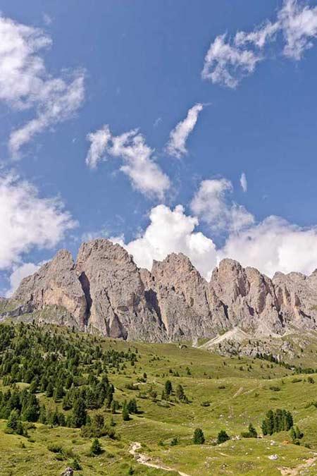 Val-Gardena-dolomites-hiking