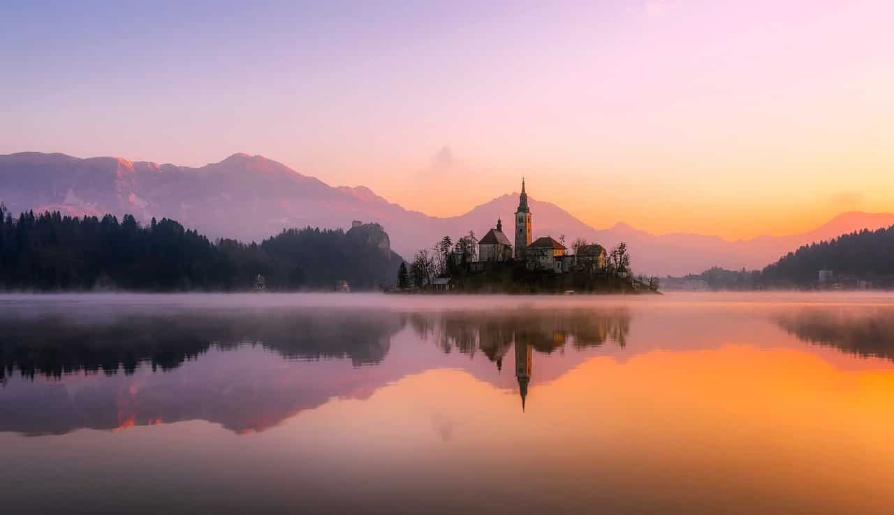 lake-bled-dawn-slovenia-itinerary-by-campervan-one-week-road-trip